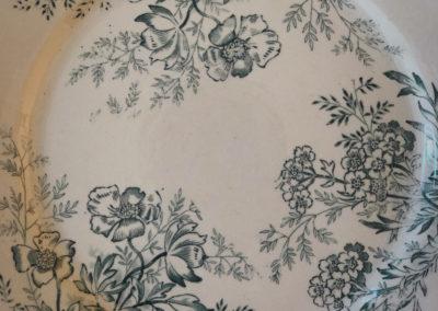 Assiette vintage terre de fer à fleurs