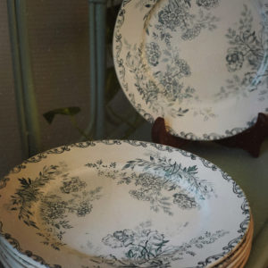Assiettes vintage fleuries