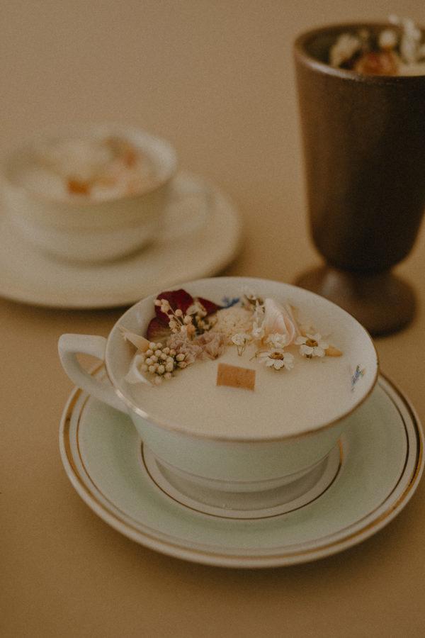 Bougie fleurs séchées tasse vintage