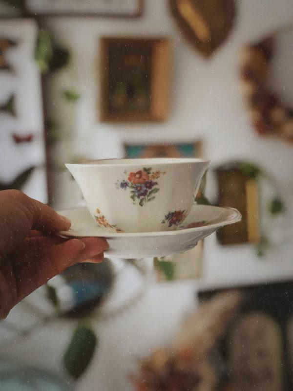 Tasse à thé fleurs porcelaine