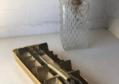Bac à glaçons vintage doré