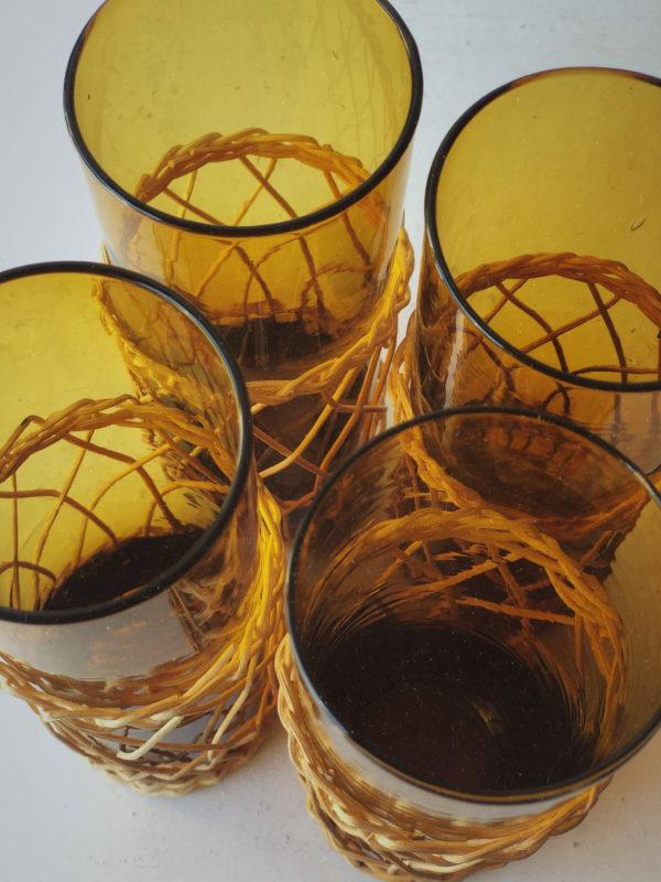 Verres ambrés tréssés en rotin vintage